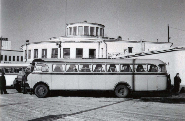 Tuokilan Vanaja-merkkinen linja-auto Turun linja-autoasemalla